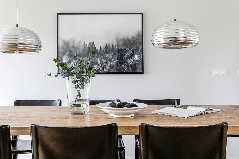 matsalsbord och konst