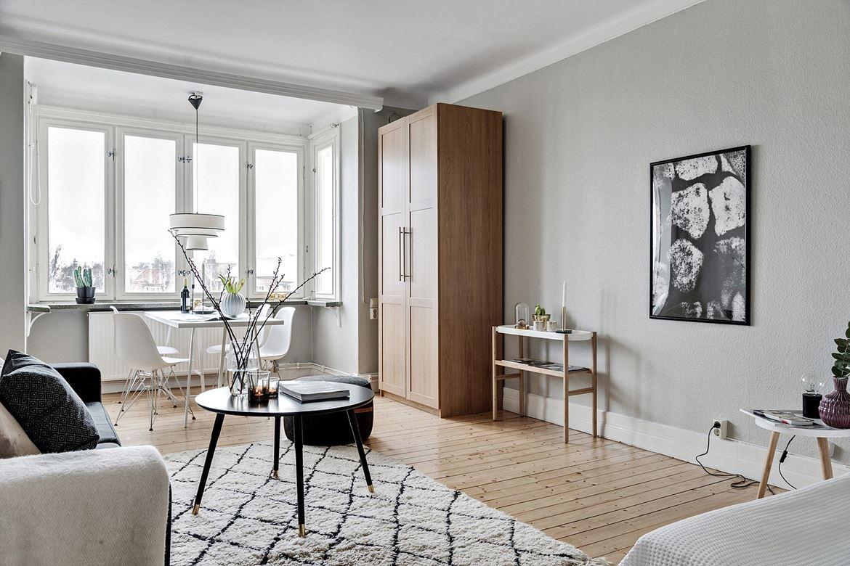 rutig matta i vardagsrum