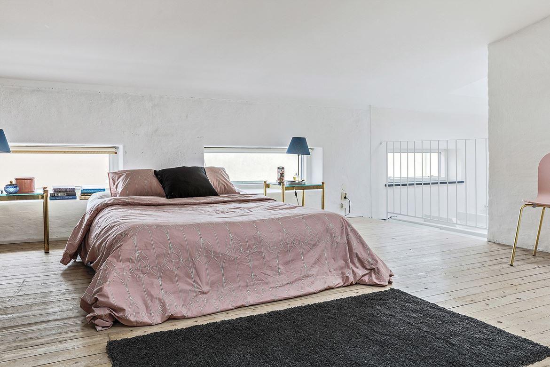 sovrum med rosa säng