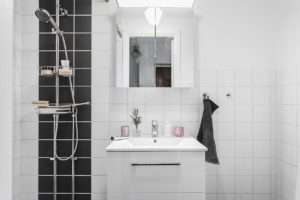 svart vitt kakel badrum detaljer