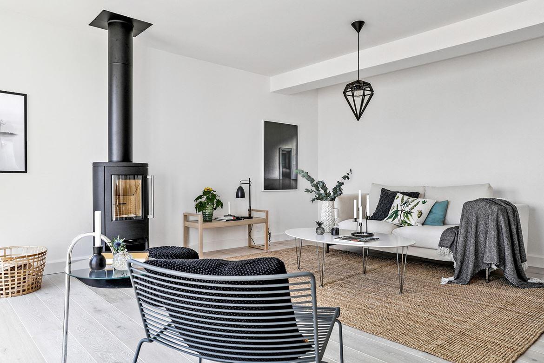 vardagsrum fåtölj grå soffa parkett